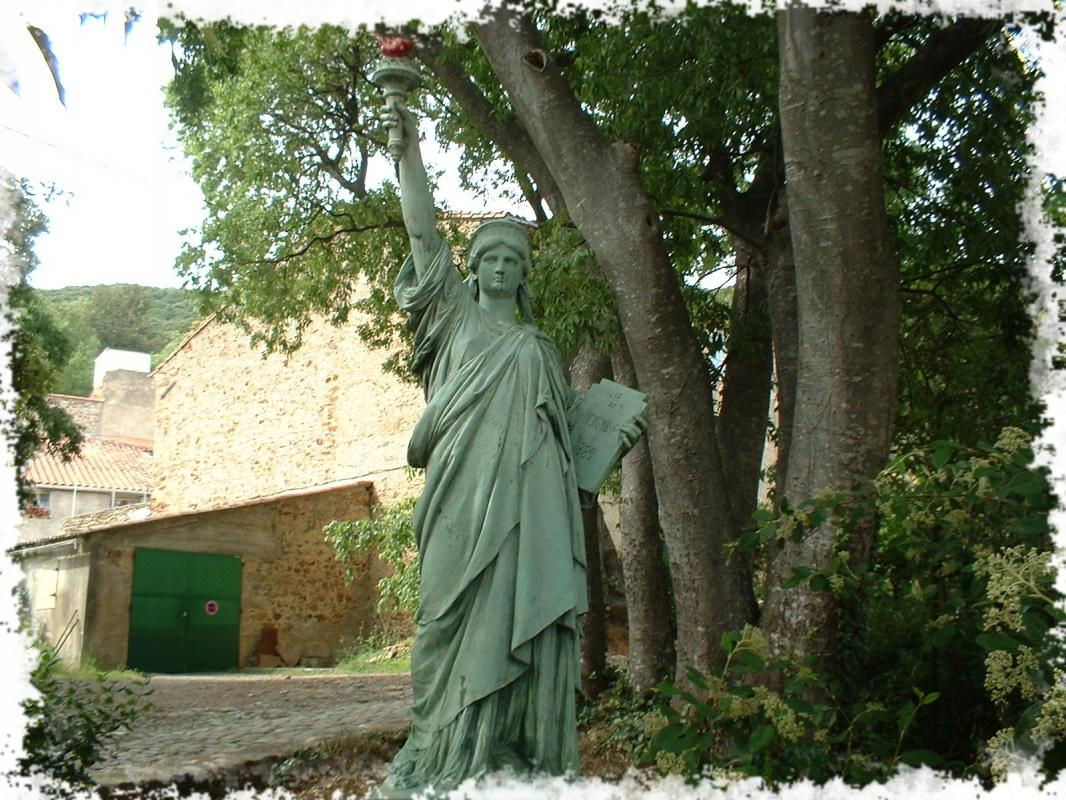 Statue lib1